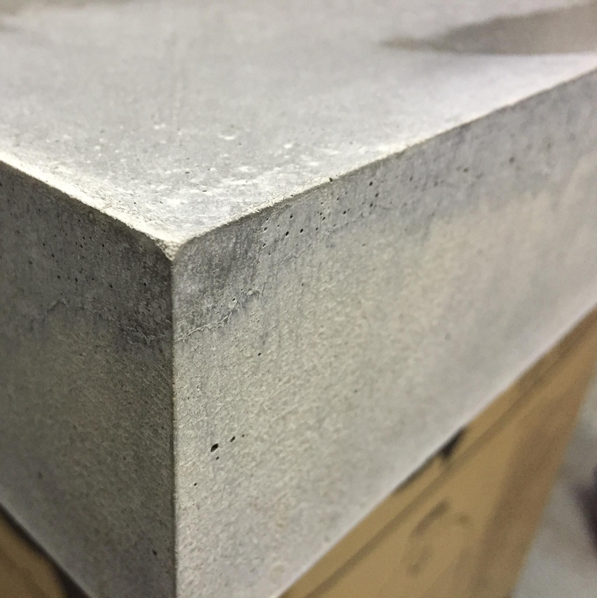 beefer tisch aus holz und beton - bigmeatlove